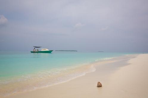 Maalhos Sandbank Boat