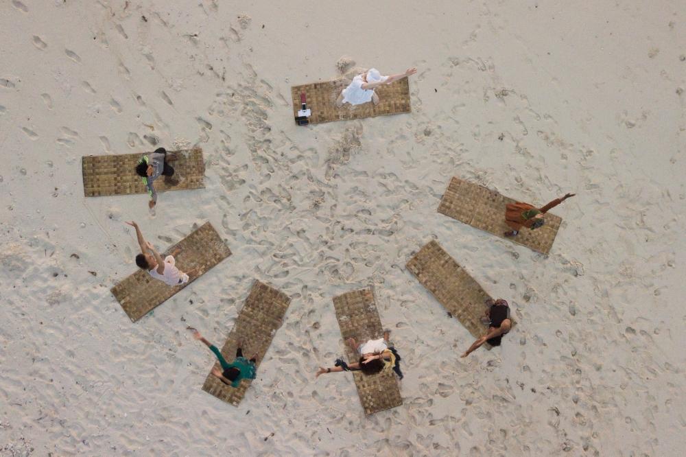Kundalini Yoga on Maalhos Beach
