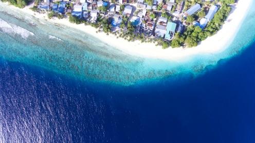 Maalhos beach aerial @schunna