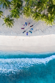 20191027_MAVIC_CAMILLA_DELLION_MALDIVES_BAA_SANDBANK_YOGA_PHOTOSHOOT_DJI_0407_EDIT
